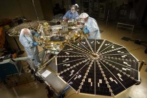 Phoenix_Mars_Lander_in_testing_PIA01885