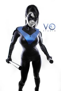 lady_nightwing_cosplay_batman_arkham_city_dc_by_vampbeauty-d5hdyiu