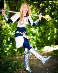 league_of_legends_lux_cosplay_by_pixxiesparkle-d3hz8v5