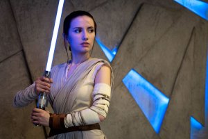 rey_cosplay___star_wars__the_force_awakens_by_narga_lifestream-da06ucr
