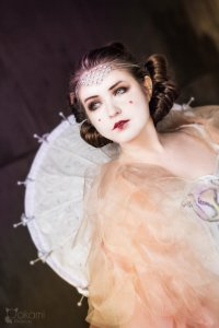 star_wars__padme_amidala_cosplay_by_alvi-d8q2994